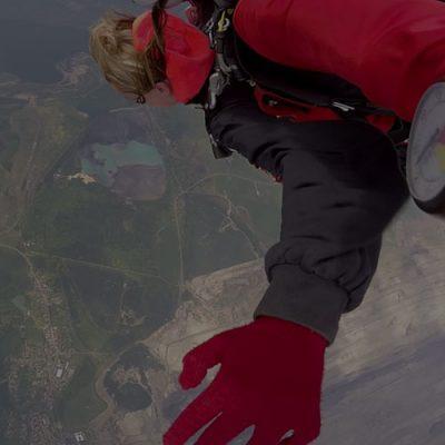 Seskok z 6000 metrů na letišti Klatovy